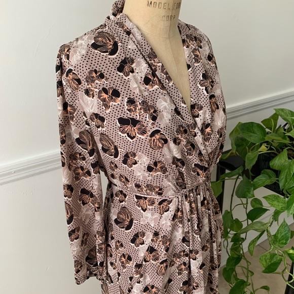 Dresses & Skirts - Vintage pattern floral wrap dress w/pockets size L
